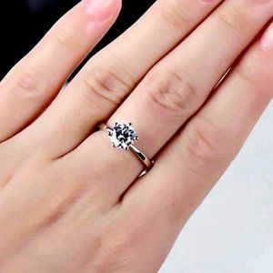 18kt WHITE GOLD Solitaire Ring Size 6